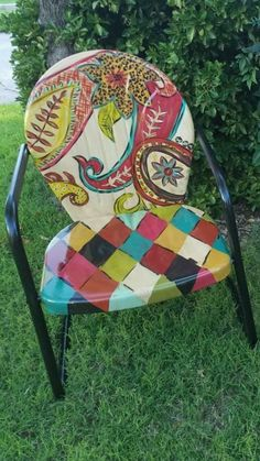 Garden Chairs for Your Breathtaking Outdoor Furniture Here are types of garden chairs you could select for the amazing rustic decoration of your courtyard. Funky Painted Furniture, Painted Chairs, Paint Furniture, Repurposed Furniture, Furniture Projects, Furniture Makeover, Cool Furniture, Painted Tables, Decoupage Furniture