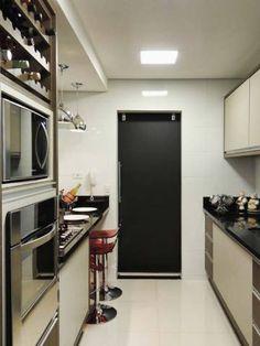 Cozinha de um apartamento, de 85 m². Projeto de Caroline Yasmin Gonçalves.