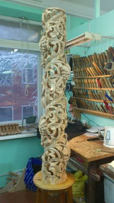 Iconostasises :: With a smile on your face! Tree Carving, Wood Carving Art, Wood Art, Wood Carvings, Wood Sculpture, Wall Sculptures, Curved Wood, Wood Tools, Whittling