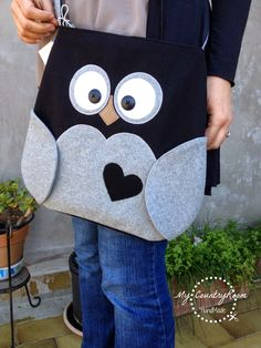 My CountryRoom: Borse, borse e ancora borse! - My CountryRoom: Bags, bags and more bags! Felt Diy, Felt Crafts, Sewing Crafts, Sewing Projects, Owl Bags, Felt Patterns, Denim Bag, Love Sewing, Kids Bags