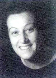 Isabel Torres nace en Cuenca en 1905, farmacéutica de formación, fue la primera mujer que realizó en Cantabria una investigación que le valió el título de doctora, en 1932. Isabel se dedicó entre 1930 y 1932 al análisis de los valores nutricionales de los alimentos que se consumían en el hospital; un proyecto entonces novedoso encaminado a mejorar la calidad de la asistencia hospitalaria.
