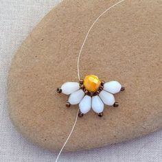 Lisa Yang's Jewelry Blog: Brick Stitch Daisy Flower DIY