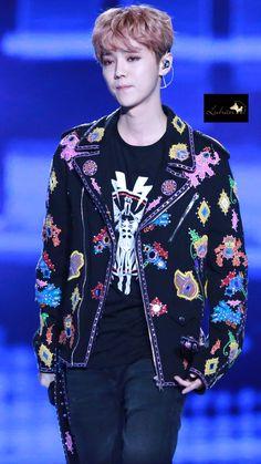 LuHan 鹿晗|| 161230 Zhejiang TV New Year Concert in Shenzhen [Cr:Logo]