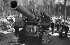 Soviet 203mm Howitzer M1931 (B-4) field gun and crew, Moscow, Russia, 1 October 1941
