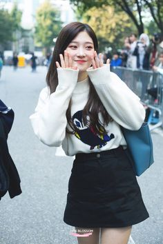 dedicated to female kpop idols. Kpop Fashion, Asian Fashion, Fashion Beauty, Girl Fashion, Female Fashion, Kpop Outfits, Korean Outfits, Cute Outfits, Jung Chaeyeon