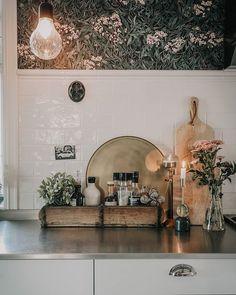 """Amalie Fagerli på Instagram: """"Tusen takk for alle gode reisetips i går - dere er gull! 💕🌿 #kitchen #love #interiordesigner #svenngaarden #kjøkkeninspirasjon…"""" Norwegian Style, Dere, Gull, Interior Inspiration, Oversized Mirror, Furniture, Instagram, Home Decor, Interiors"""