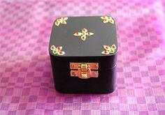 Tanjore Jewel Box – Desically Ethnic  #Tanjore #jewelbox #jewellery #jewelsofindia #tanjorepainting #desi #desicallyethnic #ethnic #handcrafted #shopnow #onlineshopping