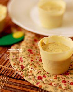 Copinhos de chocolate branco com mousse de maracujá