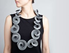 Yong Joo Kim / Neckpiece / Reconfiguring the Ordinary : Twist Looped and Attached / Velcro and Thread
