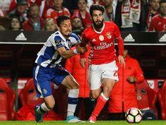 O FC Porto anunciou esta quinta-feira no Twitter ter lotação esgotada para o clássico com o Benfica, no Estádio do Dragão (20:30), em jogo da 13.ª jornada da Liga de futebol, agendado para 1 de dezembro. http://sicnoticias.sapo.pt/desporto/2017-11-23-Classico-FC-Porto---Benfica-ja-tem-lotacao-esgotada/