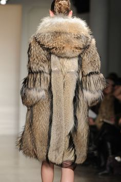 Fantastic textures in Finn Raccoon - with some goat hair trim, by the looks of it. What a wild fur coat!