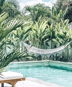 Awesome Minimalist Small Pool Design With Beautiful Garden Inside Design minimalista de piscina pequena e bonita com belo jardim por dentro