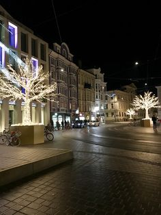 Innsbruck at night ✈️ 👫 Travel With Kids, Family Travel, Ski Europe, Innsbruck, Skiing, Travel Tips, Germany, Bring It On, Italy
