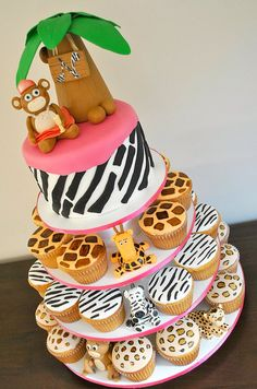 Jungle Cupcake Tower, Very Cute! If I have a little girl this will definitely be her Birthday Cake! Jungle Theme Parties, Safari Party, Jungle Party, Safari Theme, Jungle Cupcakes, Jungle Cake, Smash Cake Girl, Girl Cakes, Fancy Cakes