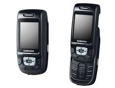 2004 : leSGH-D500 est le premier modèle #Samsung intégrant le Bluetooth. Il est aussi le premier caméraphone avec un appareil photo 1,3 mégapixels : c'est un best-seller !