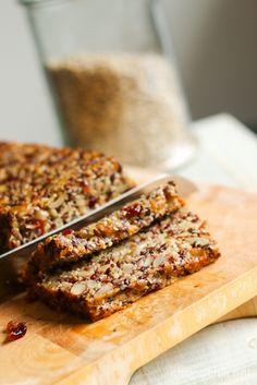 Leipää kokonaan ilman jauhoja tai muita viljatuotteita? Ja vegaanistakin vielä? Onnistuu! Jos olette ihmetelleet mistä tämä viime viikkojen viljattomuusvillitys täällä blogissa on lähtöisin, löytyy…