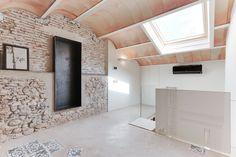 CASA SANT JOSEP de Lara Pujol | Interiorismo & Proyectos de diseño | homify Spanish Apartment, Empty Room, Luz Natural, Stone Houses, Tiny House, Restoration, Interior Design, Modern, Interiors