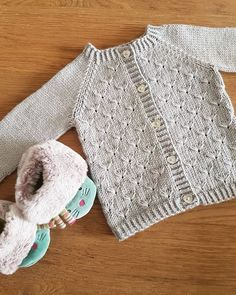 52 Free Beautiful Baby Knitting & Crochet Patterns for 2019 - Page 24 of 56 - Crochet - Baby interests Baby Cardigan Knitting Pattern Free, Crochet Baby Cardigan, Easy Knitting, Knitting And Crocheting, Knit Crochet, Cardigan Pattern, Easy Crochet, Free Crochet, Baby Boy Cardigan