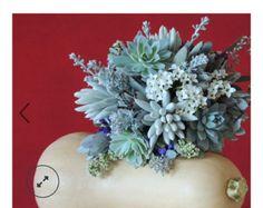 Margot de boda boutonniere y suculento ramo