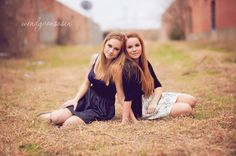 Friend session pose photography, sister photos и sister phot Friendship Photography, Sister Photography, Teen Photography, Sister Pictures, Best Friend Pictures, Friend Photos, Best Friend Poses, Sister Poses, Chelsea