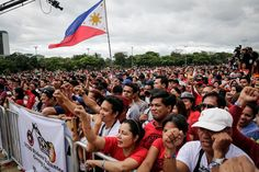 Duterte's drug war is horrifically violent. So why do many young, liberal Filipinos support it? Rodrigo Duterte, House And Home Magazine, Filipino, Philippines, Drugs, Dolores Park, Facts, War, Travel