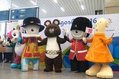 Mascostes Olimpíadas. Misha e amigos chegam para dar as boas-vindas aos mascotes de 2016 Cinco mascotes históricos, entre eles o urso de Moscou 1980 desembarcaram no Rio para recepcionar na segunda-feira os representantes da próxima edição dos Jogos (Foto: Thierry Gozzer)