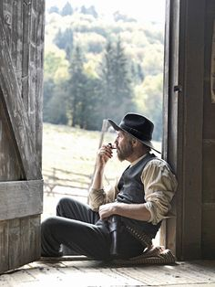 KEVIN COSTNER IN THE MINI SERIES Hatfields and McCoys