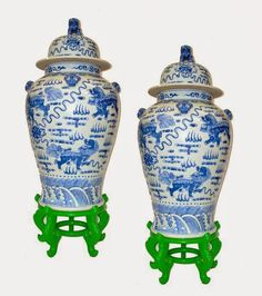 Chinoiserie Chic bright green pedestals with blue and white porcelain ginger jars Blue And White China, Blue China, Love Blue, Delft, Art Chinois, Chinoiserie Chic, Asian Decor, Ginger Jars, White Decor
