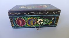 """Old vintage Mexican Olinala Guerrero black lacquered wood box 6 1/4"""" long"""