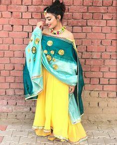 Salwar Suit Neck Designs, Neck Designs For Suits, Patiala Salwar Suits, Punjabi Suits, Indian Fashion Trends, Boutique Suits, Punjabi Bride, Indian Designer Suits, Wedding Suits