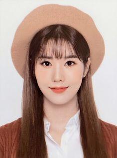 'I's One' ID photo that made men's first love memory manipulation so pretty-Insight Kpop Girl Groups, Korean Girl Groups, Kpop Girls, Id Photo, Photo Book, C Clown, Pig Family, Secret Diary, Yu Jin