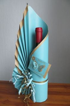 Signature bottle gift wrapping by Neelam Meetcha – The Gift Wrapping Expert Wine Bottle Gift, Wine Bottle Crafts, Wine Bottle Wrapping, Wrapped Wine Bottles, Diy And Crafts, Paper Crafts, Gift Bags, Projects To Try, Christmas Gifts