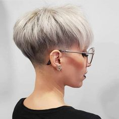 50 Best Pixie Hairstyle Ideas For Short Hair 2019 - - Short Hairstyles - Hairstyles 2019 Women, we have assembled some pleasant ladies short hair styles choices. We realize you cherish short hair, and we realize that you don't need to remain with a Short Hairstyles For Thick Hair, Short Grey Hair, Short Blonde, Short Hair Cuts, Blonde Hair, Curly Hair Styles, Pixie Cuts, Gray Hair, Haircut For Older Women