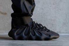 adidas YEEZY 450 最新黑魂配色「Dark Slate」港台發售情報公開: 發售倒數中! Your Shoes, New Shoes, Adidas, Sneaker Release, Kanye West, Hypebeast, Yeezy, New Look, All Black Sneakers