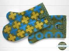 Quilted Oven Mitts in Simple Marks for Moda Fabrics   Sew4Home