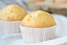 Juicy muffins with oil taste for breakfast or afternoon coffee. Juicy muffins with oil taste for breakfast or afternoon coffee. Easy Desert Recipes, Easy Cake Recipes, Muffin Recipes, Baking Recipes, Muffin Nutella, Nutella Muffins, Desserts Nutella, No Bake Desserts, Pizza Muffins