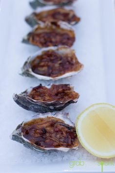 Check out this oysters kilpatrick recipe made with a combination Worcestershire sauce, kecap manis, tomato sauce, bbq sauce, bacon and cheese. Squid Recipes, Fish Recipes, Seafood Recipes, Recipies, Yummy Snacks, Yummy Food, Yummy Yummy, Savoury Dishes, Seafood