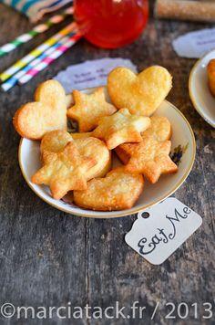 Rien de tel que l'apéro fait maison avec cette recette facile de crackers au fromage