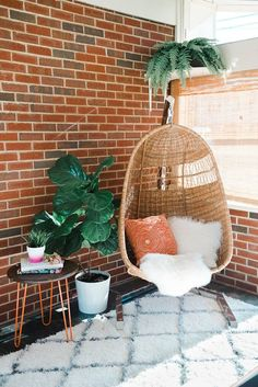 Adorable Mid-Century Modern Home Tour | dreamgreendiy.com + Glitter Guide (Photos by Andrea Pesce) The post Mid-Century Modern Home Tour | dreamgreendiy.com + Glitter Guide (Photos by Andr… a ..
