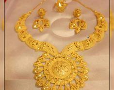 Gold Jewellery Design, Brass Jewelry, Gold Fashion, Fashion Jewelry, Plain Gold Bangles, Bangle Set, Gold Plated Necklace, Women Jewelry, Unique Jewelry