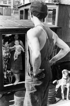 Henri Cartier-Bresson. Yvelines, Bougival. 1956 [::SemAp Twitter    SemAp::]