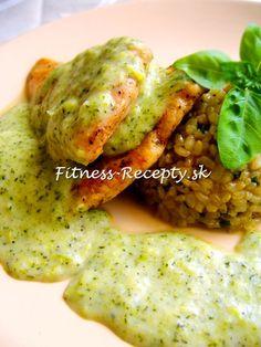 grilované kuracie prsia s chutnou brokolicovou omáčkou a ryžou natural