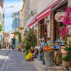 Alaçatı  #günaydın ☕️ ☀️Explore Alacati with #alacatiturkey @alacatiturkey Photo by @bihterelis Alacati Turkey, Izmir, World Cities, Where To Go, Places To Visit, Places To Travel, Travel Bugs, Travel Around, Places Around The World