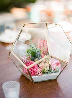 A Primavera pode inspirar temáticas muito bonitas para o casamento. Desde o tema floral, bosque encantado, rústico, inspiração dos jardins...