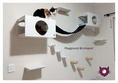 Playground para Gatos - Kit Playground com 10 peças Composição da Parede   02 Nichos 50 x 30 x 30cm  03 Prateleiras 30 x 20cm  01 Escadas 52 x 20cm  01 Ponte 105cm  03 Brinquedo Arranhador de Parede Escalada 25 x 7cm  Whatsapp 48 99133-6700