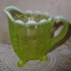 vaselin green, milk glass, vintag vaselin, uranium glass, vaselin opalesc