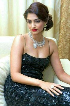 Bollywood Actress Hot Photos, Beautiful Bollywood Actress, Most Beautiful Indian Actress, Bollywood Celebrities, Beautiful Actresses, Cute Beauty, Beauty Full Girl, Beautiful Christina, Deepika Padukone Style
