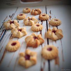 Laskominy od Maryny: Ořechové linecké sušenky Guacamole, Nutella, Cereal, Breakfast, Food, Morning Coffee, Essen, Meals, Yemek