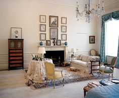 Original Budget Makeover: Jackie Kennedy's White House interesting furniture layout plus high ceilingsinteresting furniture layout plus high ceilings White House Bedroom, White House Interior, Master Bedroom, Blue Bedroom, Modern Bedroom, Jackie Kennedy, Les Kennedy, Jaqueline Kennedy, Jackie O's