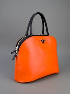 ❦ ℒℴvℯ this statement bag from Givenchy Fashion Handbags, Tote Handbags, Purses And Handbags, Fashion Bags, Couture Fashion, Beautiful Bags, Purse Wallet, Leather Bag, Calf Leather